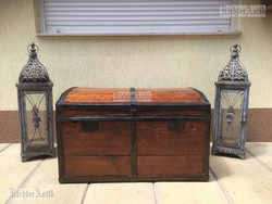 Antik bútor, régi utazó láda 46.