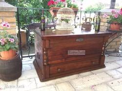 Antik bútor, régi utazó láda, dohányzóasztal 47.