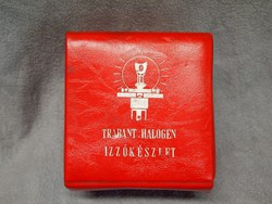 Retro Trabant izzókészlet piros