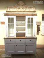 Provence bútor, antikolt tálaló szekrény.