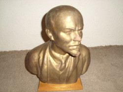 Lenin terrakotta mellszobor