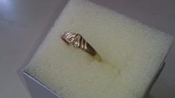Arany 14 karátos gyűrű cirkonkövekkel diszitve