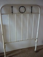 Mozgatható fém ágy