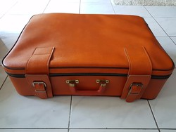 Gyönyörű  bőrönd