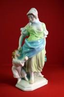 Herendi, Anya gyermekével szobor