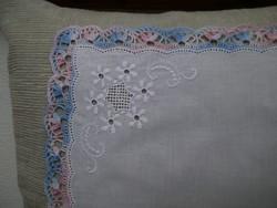1347. Díszzsebkendő - hímzett
