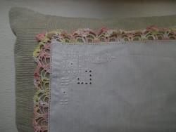 1350. Díszzsebkendő - hímzett