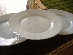Arcopal fehér lapos tányérok (3 db) hiánypótlásra. Jelzett, hőálló, tejüveg