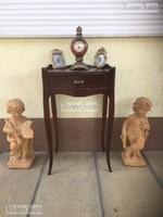 Antik bútor, Szecessziós fiókos kisasztal.
