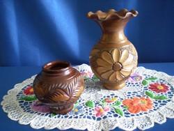 2 db vésett Korondi kerámia váza 15 és 8 cm magasak