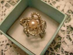 Gyönyörű markazitos és gyöngyös virág alakú ezüst gyűrű