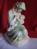 Hibátlan Herendi (Anyaság)Porcelán figura)