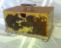 Antik Zsolnay porcelán dobozka, 1896-ból 4220-as formaszámmal.  Nagyon ritka.