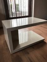 Magasfényű csontszínű modern kis dohányzóasztal, dohányzó asztal