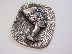 Régi vastagon ezüstözött iparművész bross , kitűző , fárao