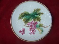Majolika dísztányér – Szőlőfürt és szőlőlevél dekorral