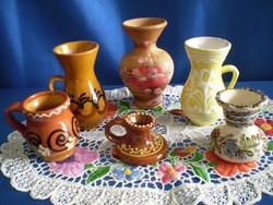 6 db kicsi, kézzel festett népi kerámia korsó, kancsó, váza, gyertyatartó