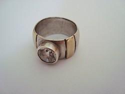 Izraeli kézműves ezüst gyűrű 9k arany berakással és cirkóniával
