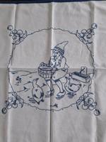 Régi kézi hímzésű falvédő 63x58 cm