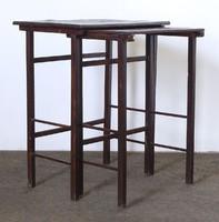 0N560 Régi egymásba tolható lerakó asztal pár