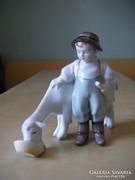 Zsolnay fiú kecskével