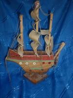 Régi fa hajó makett
