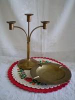 26 cm-es három ágú réz gyertyatartó és egy réz hamutál