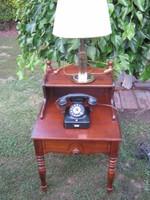 Telefon asztal vagy éjjeli szekrény