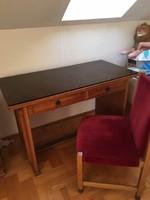 Iróasztal székkel