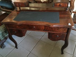 Neobarokk íróasztal,felépítményes.
