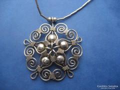Kézművel sterling ezüst nyakék virág motívummal