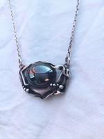 Gyönyörű ezüst nyaklánc nagy hematit kővel