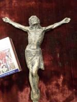 14,5 x 12 cm-es , patinás , fém Krisztus .