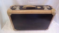 Jó állapotú kisméretű koffer , bőrönd