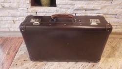Jó állapotú koffer , bőrönd