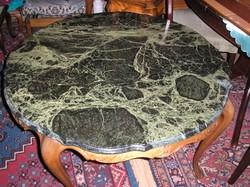 Warrings zöld márványlapos dohányzó asztal 100x58cm