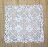 Kézimunka, szép mintával horgolt terítő, 65*65 cm